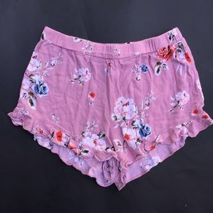 Kendall & Kylie pink floral shorts 🌸